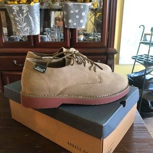 Boy's Bass Shoes. Size 3.5. New